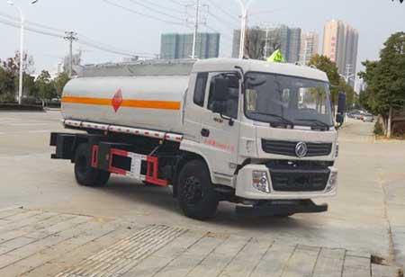 东风14吨运油车