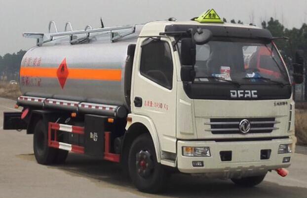 国五东风大多利卡8吨加油车图片