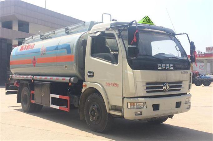 国五东风大多利卡8吨加油车