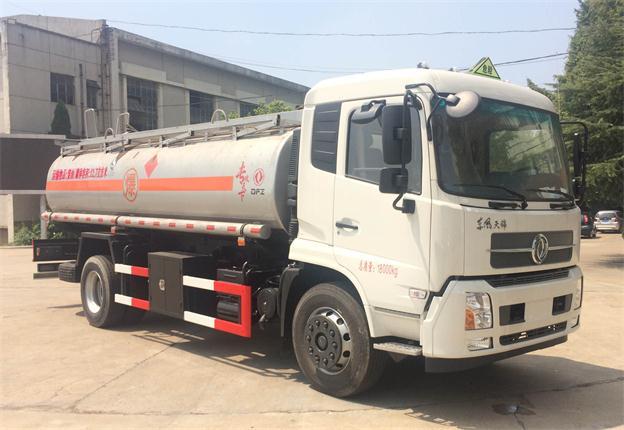 东风天锦10吨油罐车