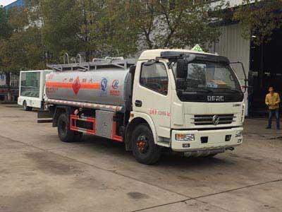 东风8吨小型加油车