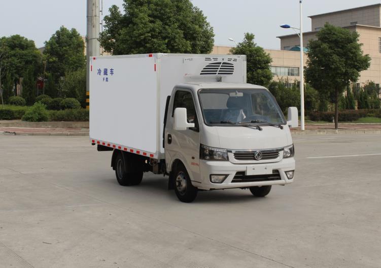 东风途逸国六厢长3.3米冷藏车
