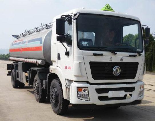 国五东风特商小三轴20吨运油车
