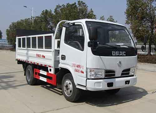 亚博体育官网多利卡国六桶装垃圾运输车图片
