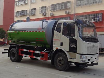 国六一汽CLW5180GXWC6吸污车