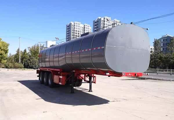 润滑油罐式运输半挂车在行驶过程中司机朋友应注意的问题:油罐车价格表图片