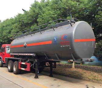 CLW9350GFW腐蝕性物品罐式運輸半掛車