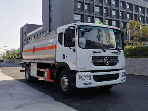 国六多利卡D9运油车14.5方