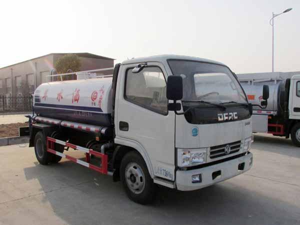 东风多利卡5吨D6洒水车图片