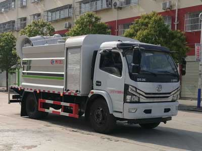 多利卡8吨多功能抑尘车