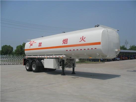 30吨加油半挂车的主要用途及特点图片