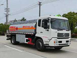流动加油车的优势斯太尔加油车图片